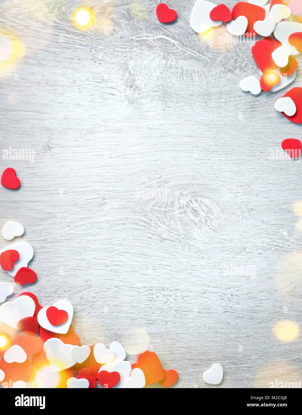 Schönen romantischen Rahmen. Dekorative rote und weiße Herzen auf ...