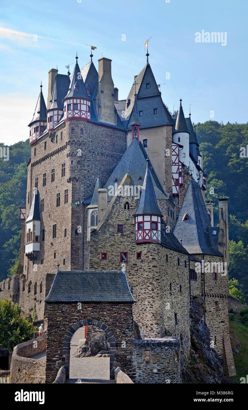 Burg Eltz, schöne mittelalterliche Burg in Wierschem, Muenstermaifeld, Südeifel, Eifel, Rheinland-Pfalz, Stockbild
