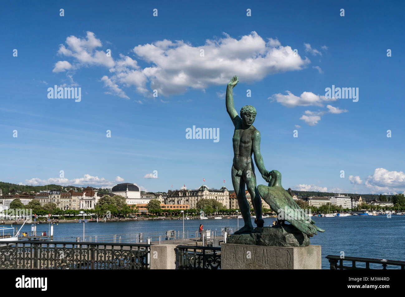 Schweiz Zürich Ganymed statue am Ufer Zürichsee   Schweiz Zürich siehe Ganymed Statue Stockbild
