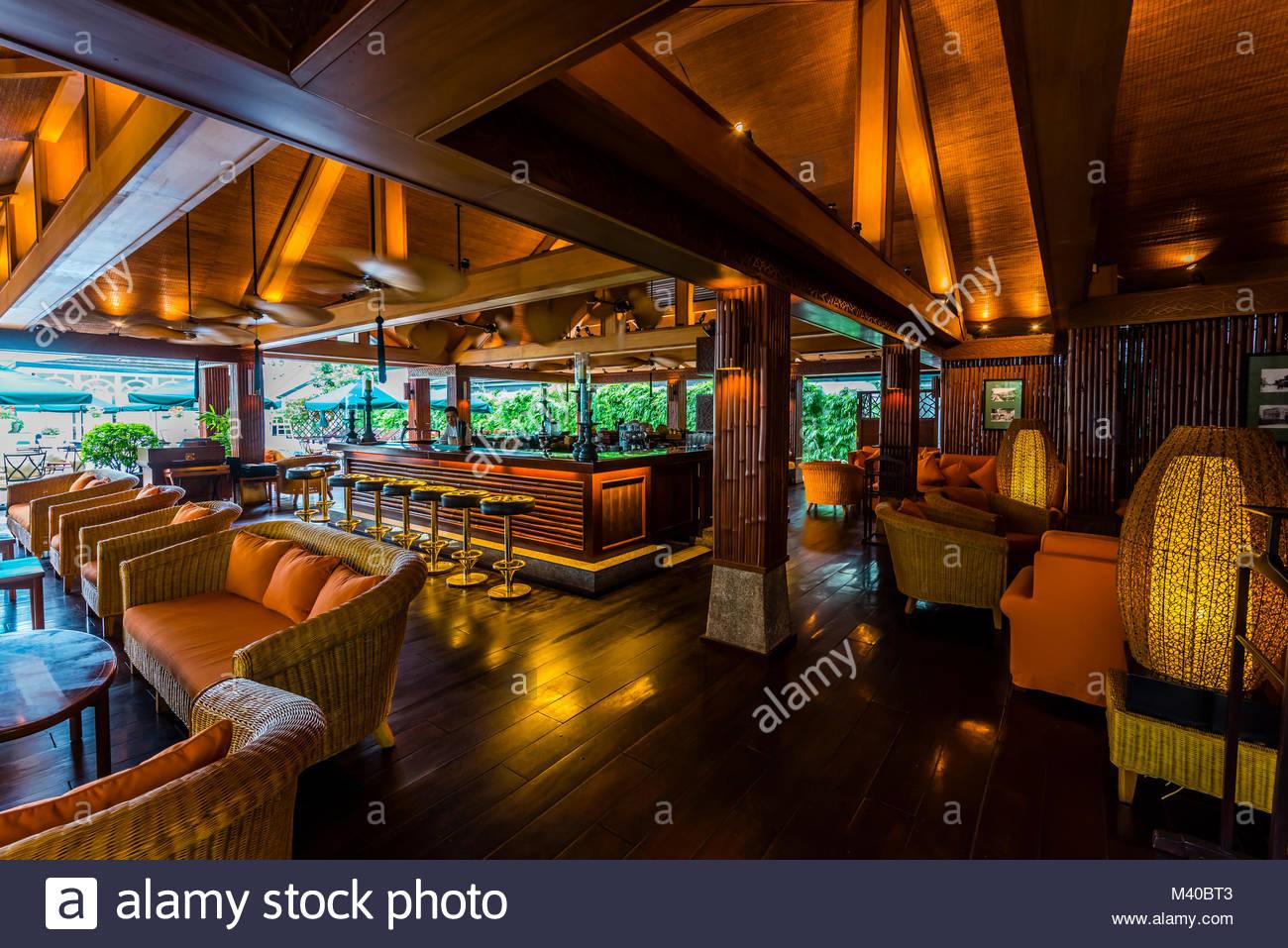 Die Bamboo Bar im Sofitel Legend Metropole Hanoi ist ein 5-Sterne-Hotel historische Luxushotel, das 1901 im französischen Stockbild