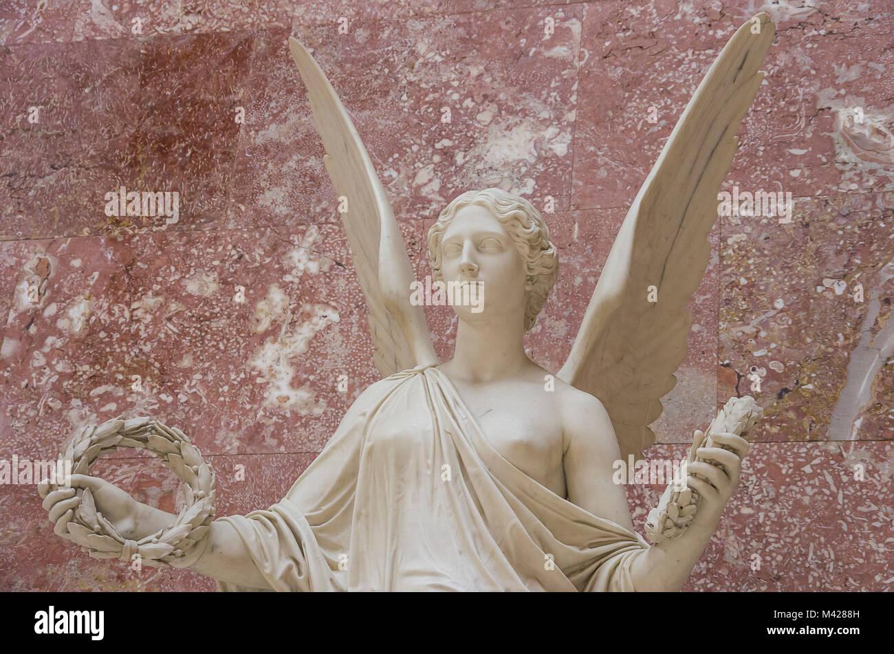 Allegorische Engel Figur in der Ruhmeshalle Walhalla in Donaustauf in der Nähe von Regensburg, Bayern, Deutschland. Stockbild