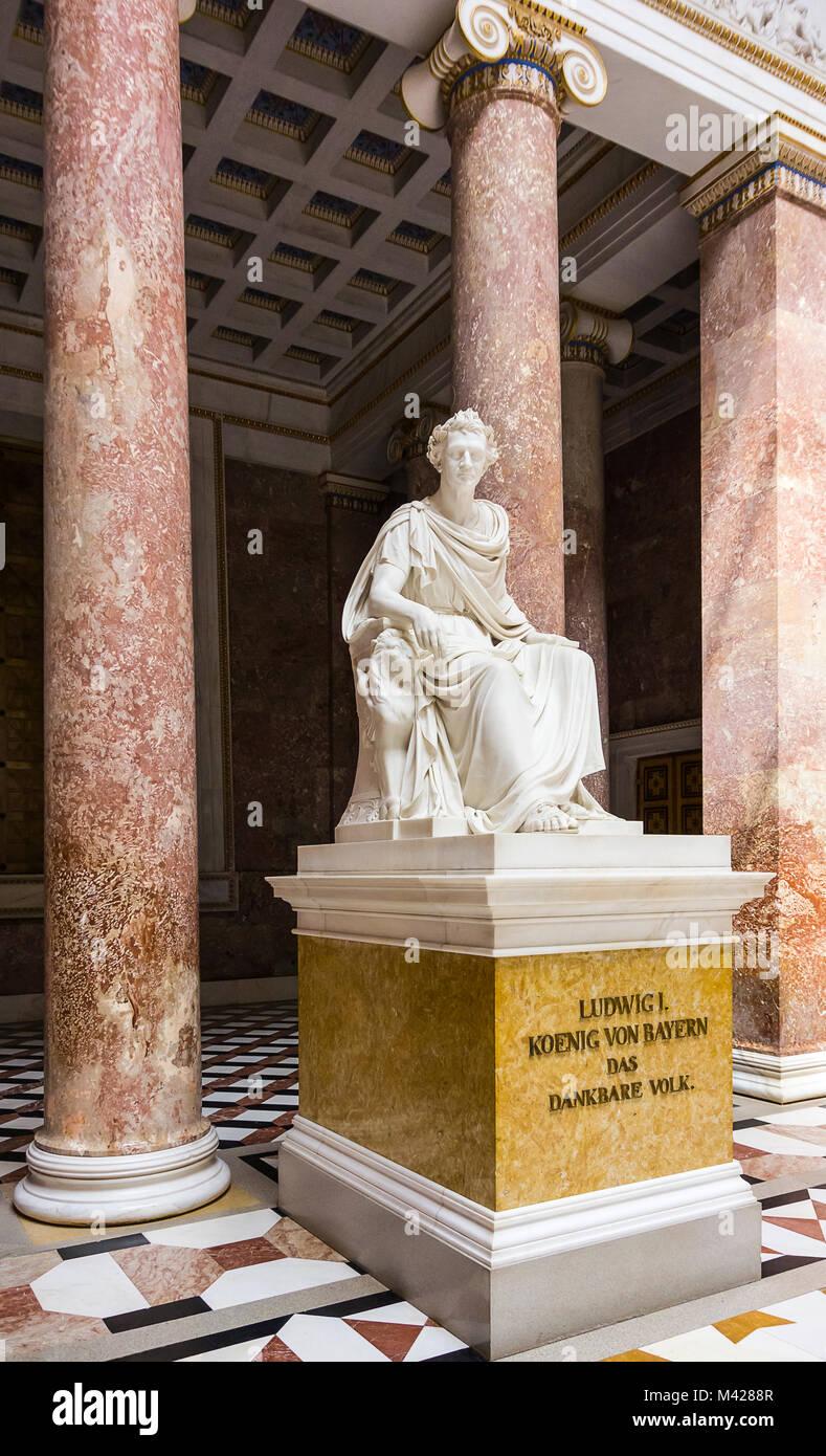 Die Statue von König Ludwig I. von Bayern in der Ruhmeshalle Walhalla in Donaustauf in der Nähe von Regensburg, Stockbild