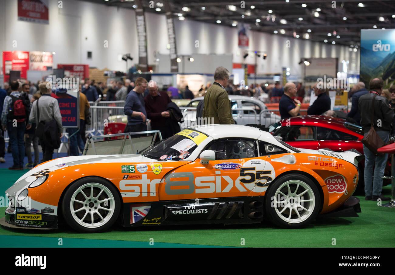 ExCel, London. 16. Februar 2018. Besucher in Scharen zu den London Classic Car Show, erweitert in diesem Jahr eine Stockbild