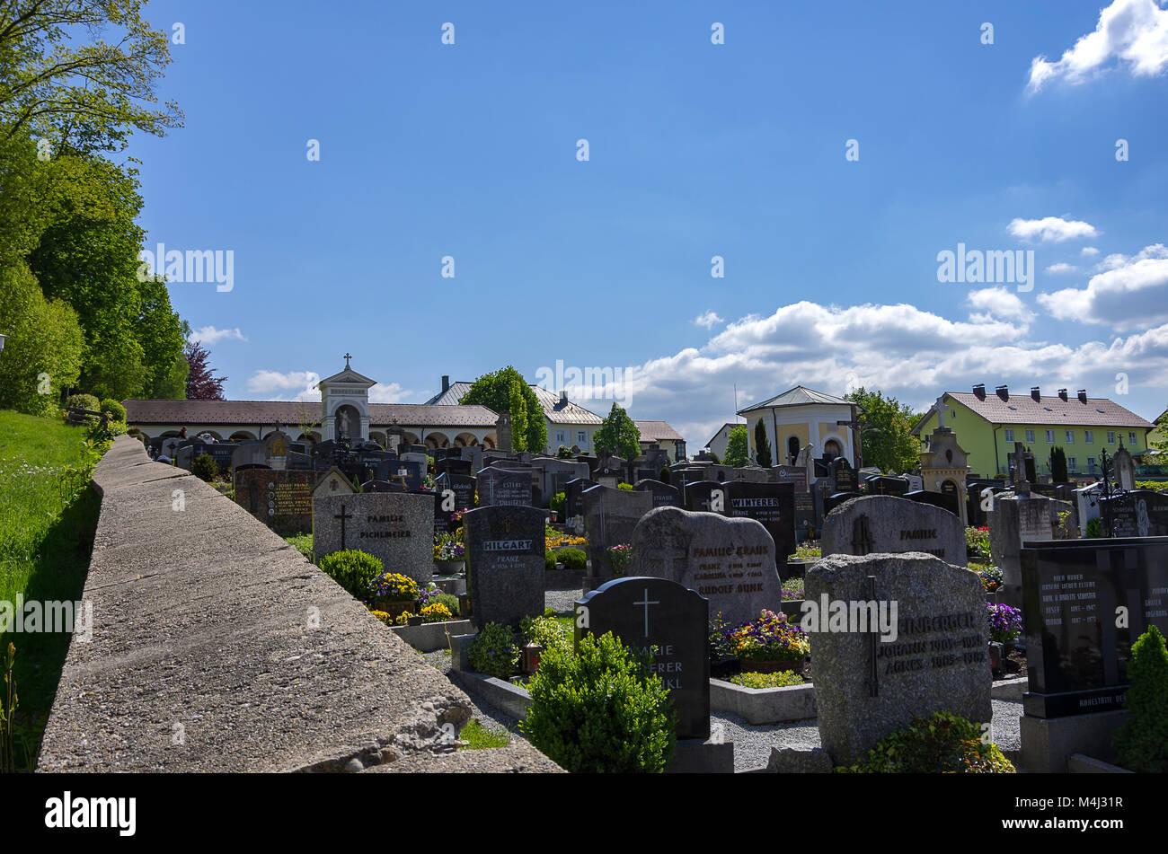 Blick über den Friedhof von Zwiesel, Bayerischer Wald, Bayern, Deutschland. Stockbild