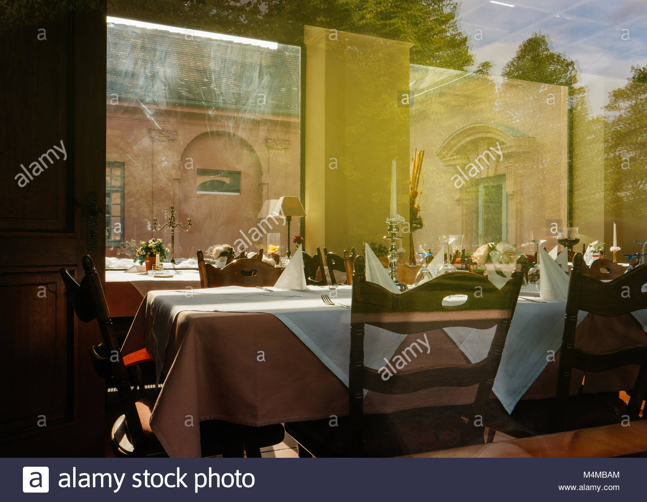 Leeren Tisch im Restaurant für gehobene Küche Stockbild