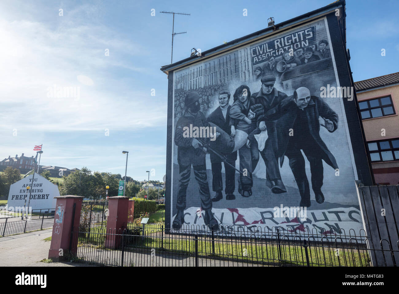 Republikanische Wandgemälde zum Gedenken an Bloody Sunday, Bogside, Derry City, County Derry, Nordirland. Stockbild