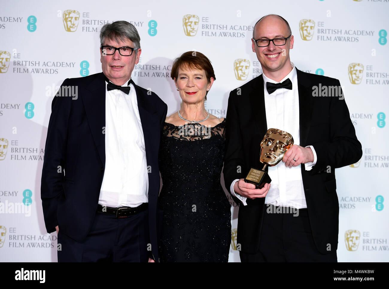 Nick Powell, Celia Imrie und Jon Wardle mit dem Award für herausragende Beitrag zum britischen Kino in der Stockbild
