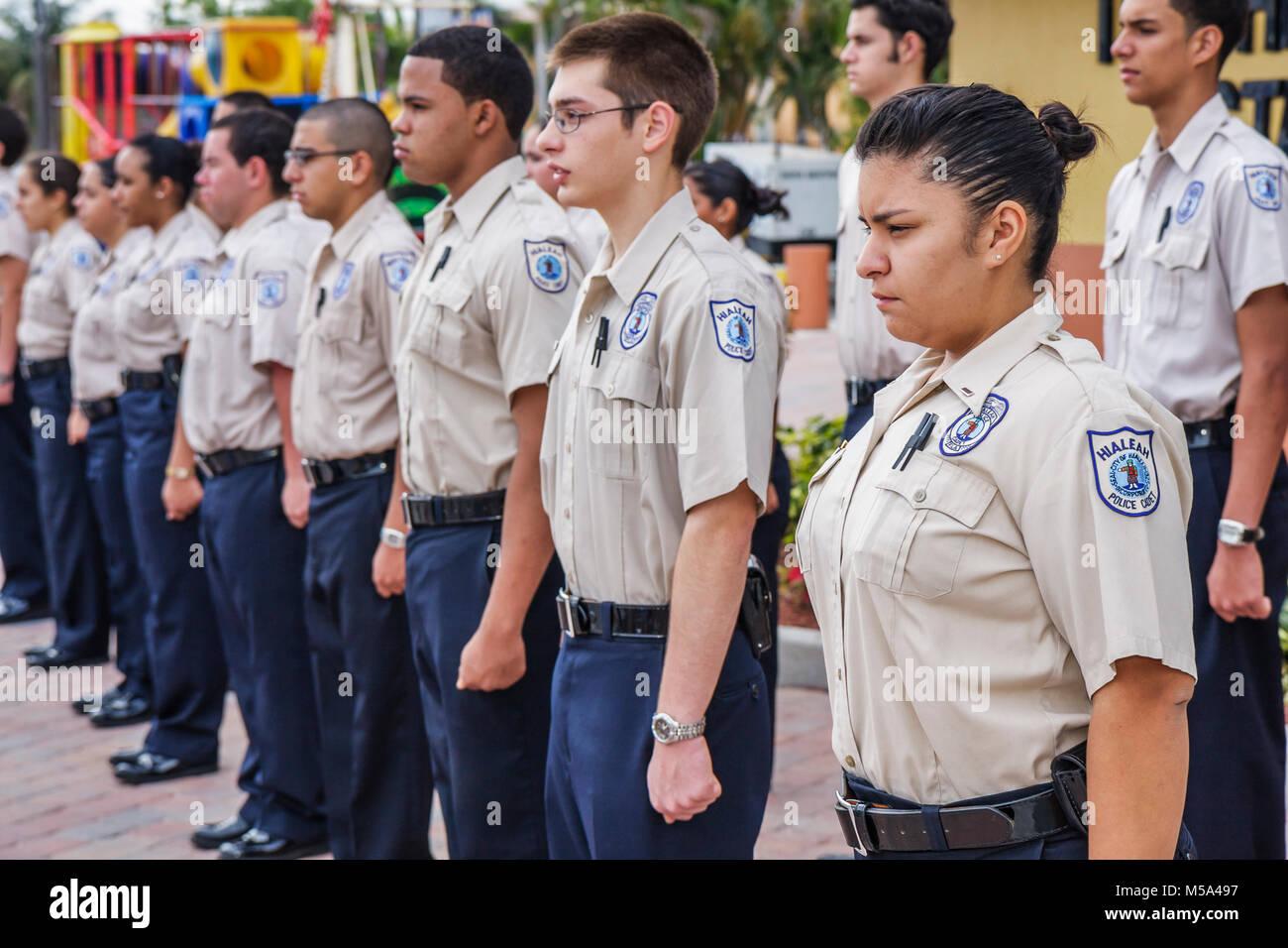 Spanische Polizei Kadett jungen Mädchen Teens Uniformen Disziplin Charakter Freiwilligen Strafverfolgung Bohrer Stockbild