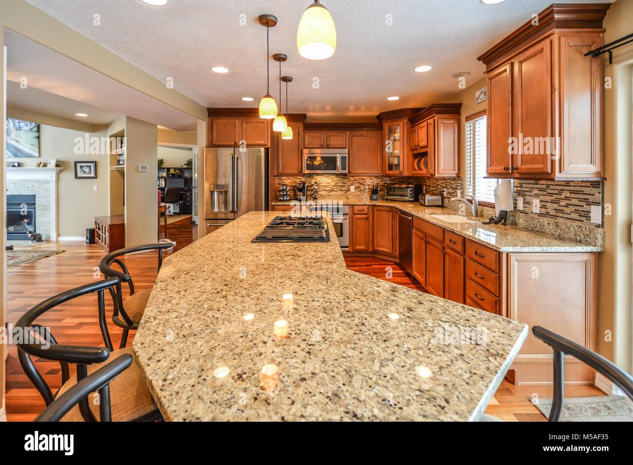 Großartig Küche Granitplatte Das Beste Von Geräumige Gehobene Küche In Einem Luxuriösen Mit