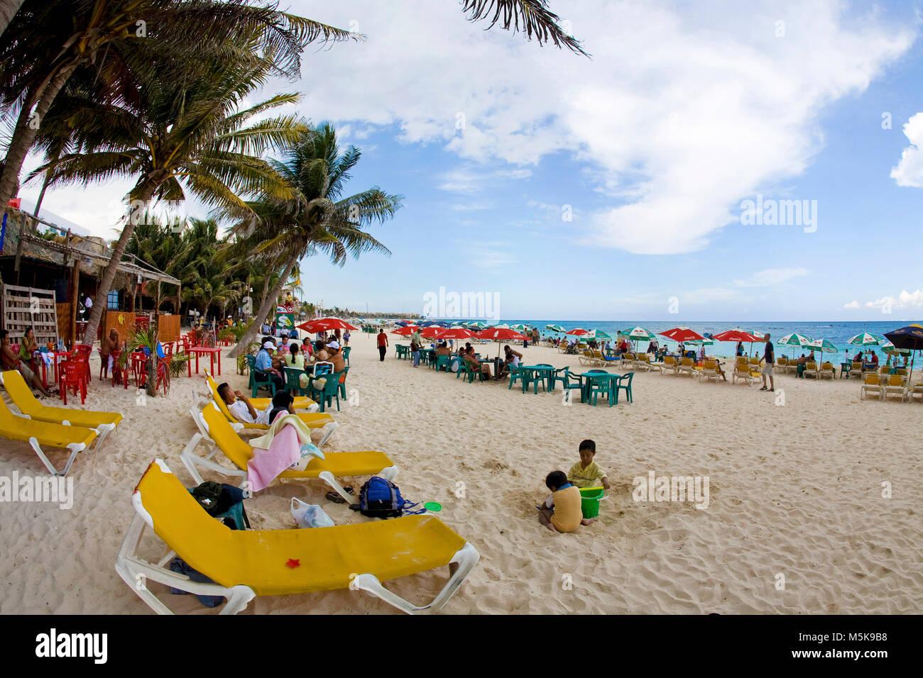 Touristen am Strand von Playa del Carmen, Mexiko, Karibik | Touristen am Strand von Playa del Carmen, Mexiko, Karibik Stockbild