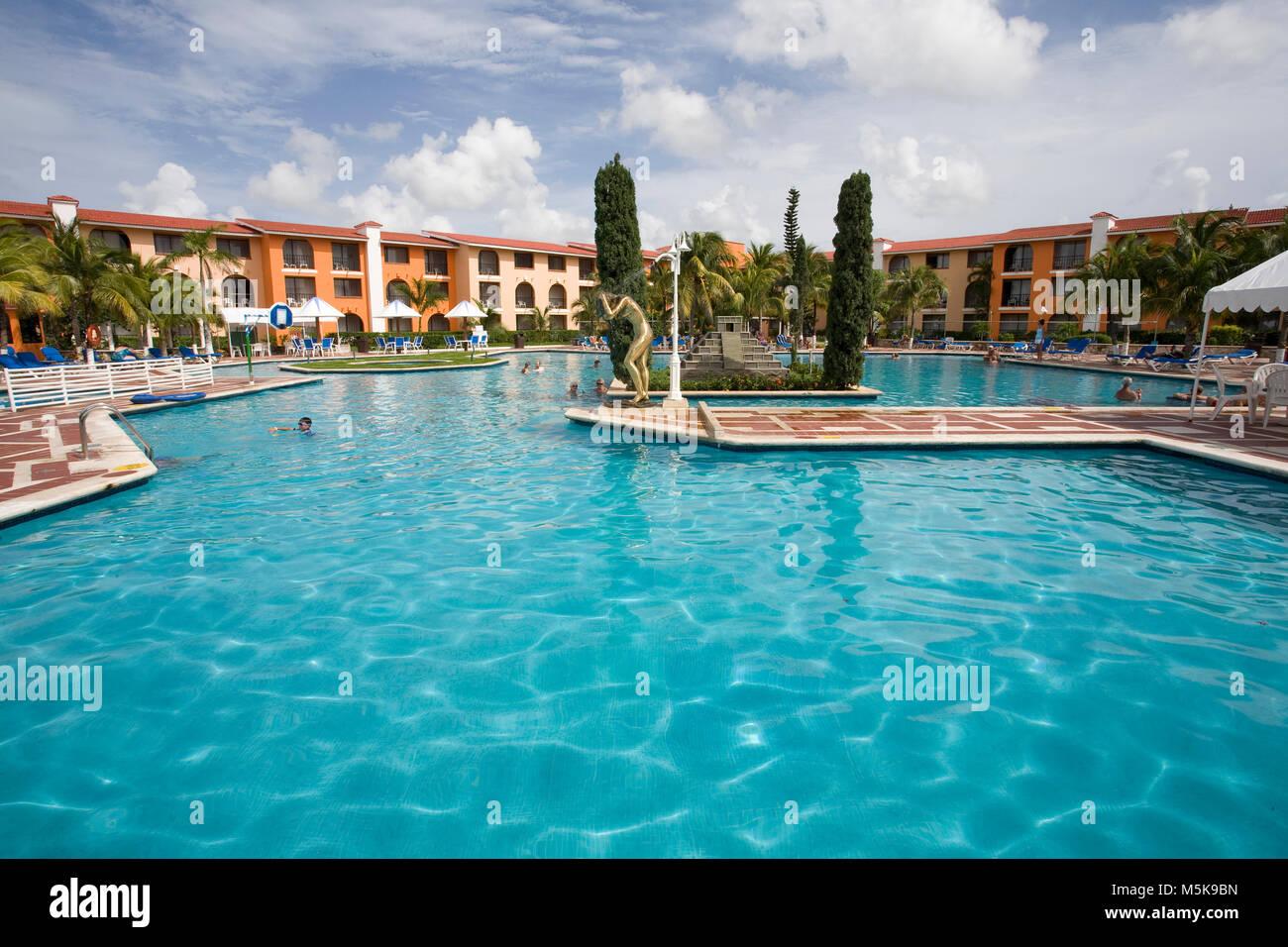 Pool-Landschaft im Hotel Cozumel Cozumel, Mexiko, Karibik | Pool im Hotel Cozumel Cozumel, Mexiko, der Karibik Stockbild