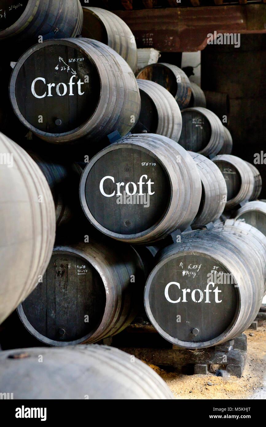 Eiche Fässern mit Croft sherry Wein, Bodegas Gonzalez Byass, Jerez de la Frontera, Provinz Cadiz, Andalusien, Stockbild