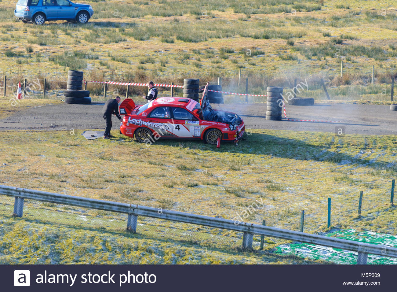 Dunfermline, UK. 25. Februar, 2018. Gordon Morrison und Calum's MacPherson betroffenen Subaru Impreza nach einem Stockbild