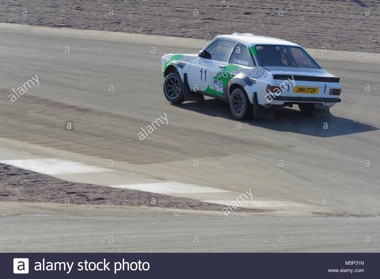 Dunfermline, UK. 25. Februar, 2018. Ford Escort MK2 In der Haarnadelkurve während der Zuschuss Bau Rallye an Stockbild
