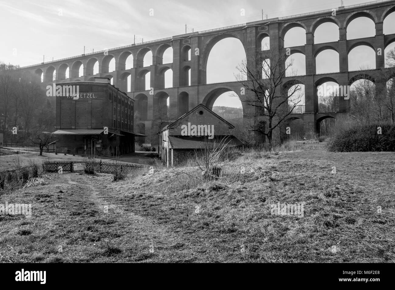Blick auf Goeltzsch Viadukt Eisenbahnbrücke in Sachsen, Deutschland - Die weltweit größte backstein Stockbild