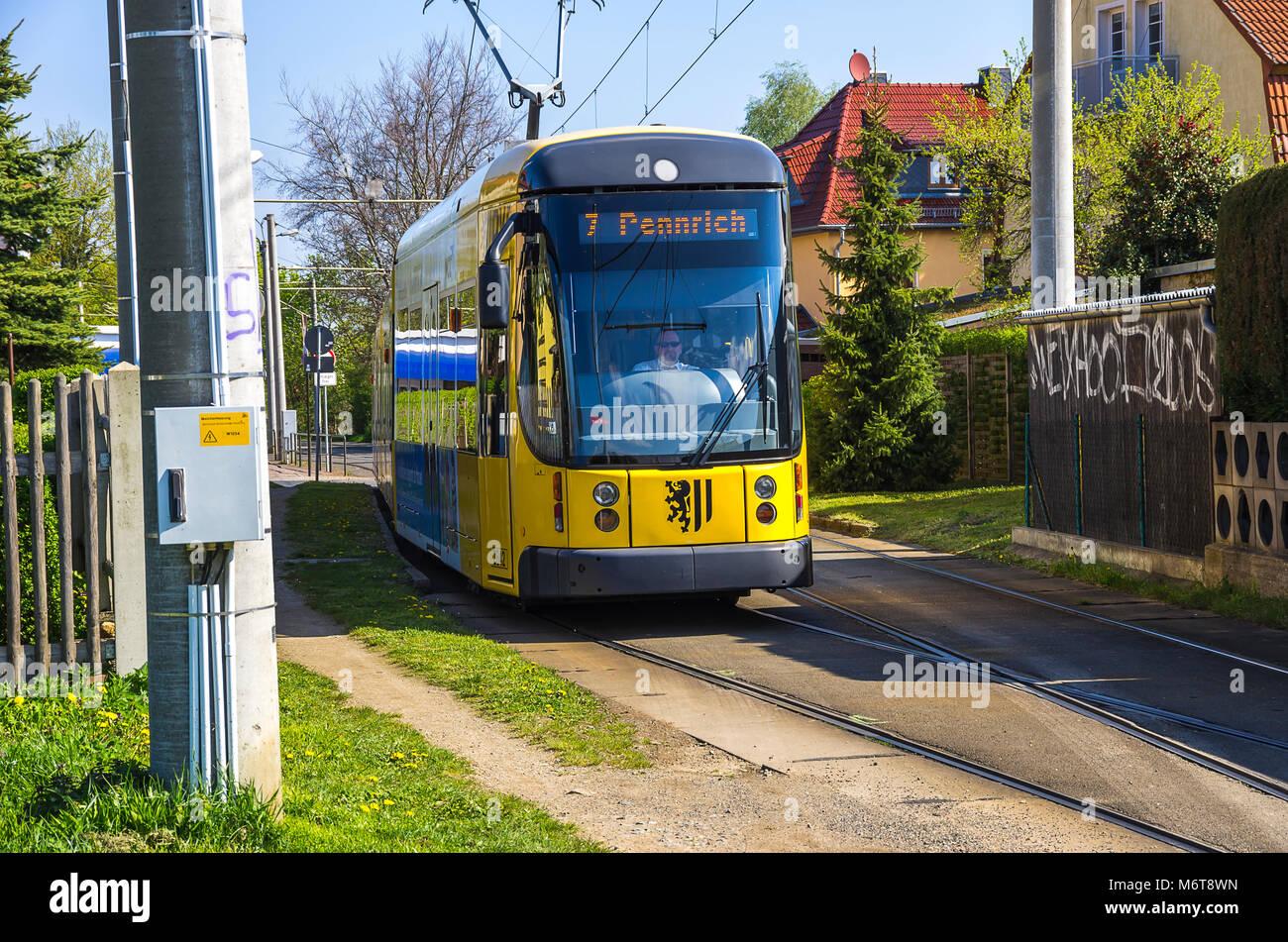 Straßenbahn Linie 7 an der Endhaltestelle in Weixdorf, Dresden, Sachsen, Deutschland. Stockbild