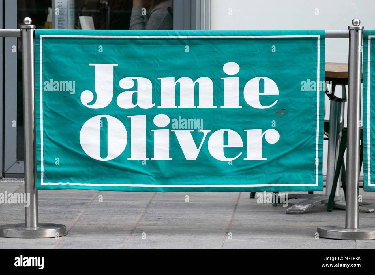 Starkoch Jamie Oliver restaurateur Restaurant kette Essen essen Essen essen tv-Moderatorin City Cafe essen Italien Stockbild