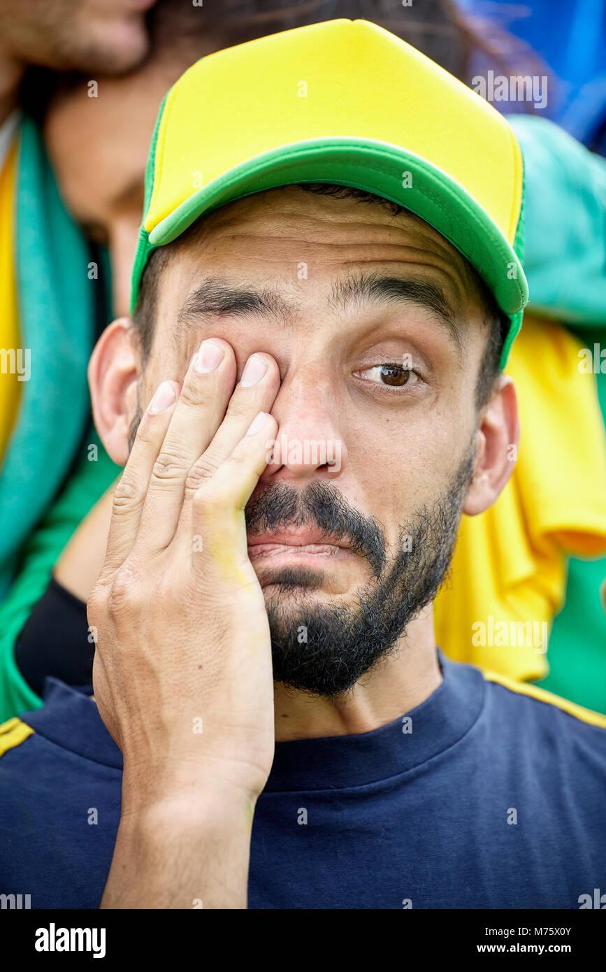 Fußball-Anhänger bei Match schreien Stockbild