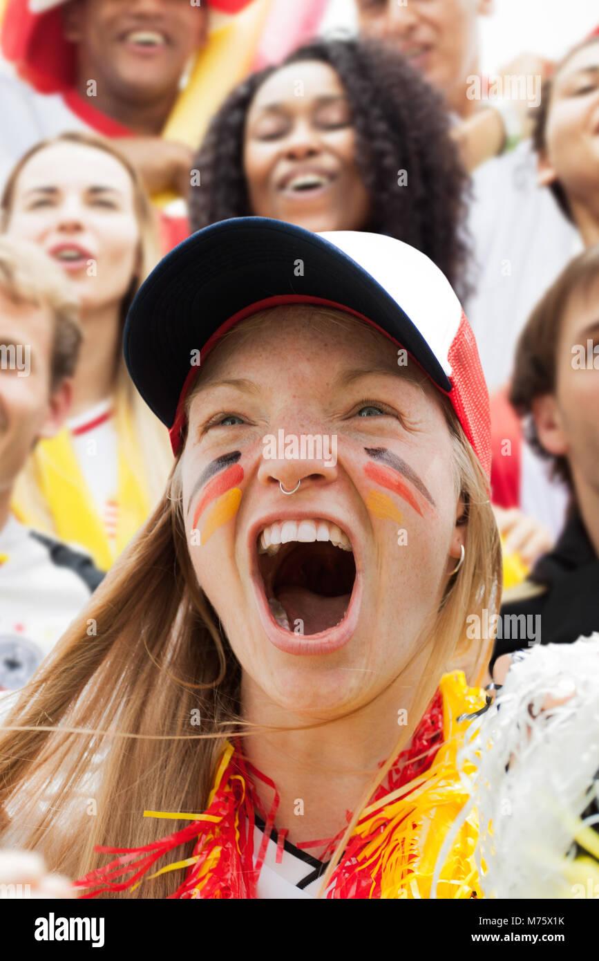 Deutscher Fußball-Fan Jubel bei Match, Porträt Stockbild
