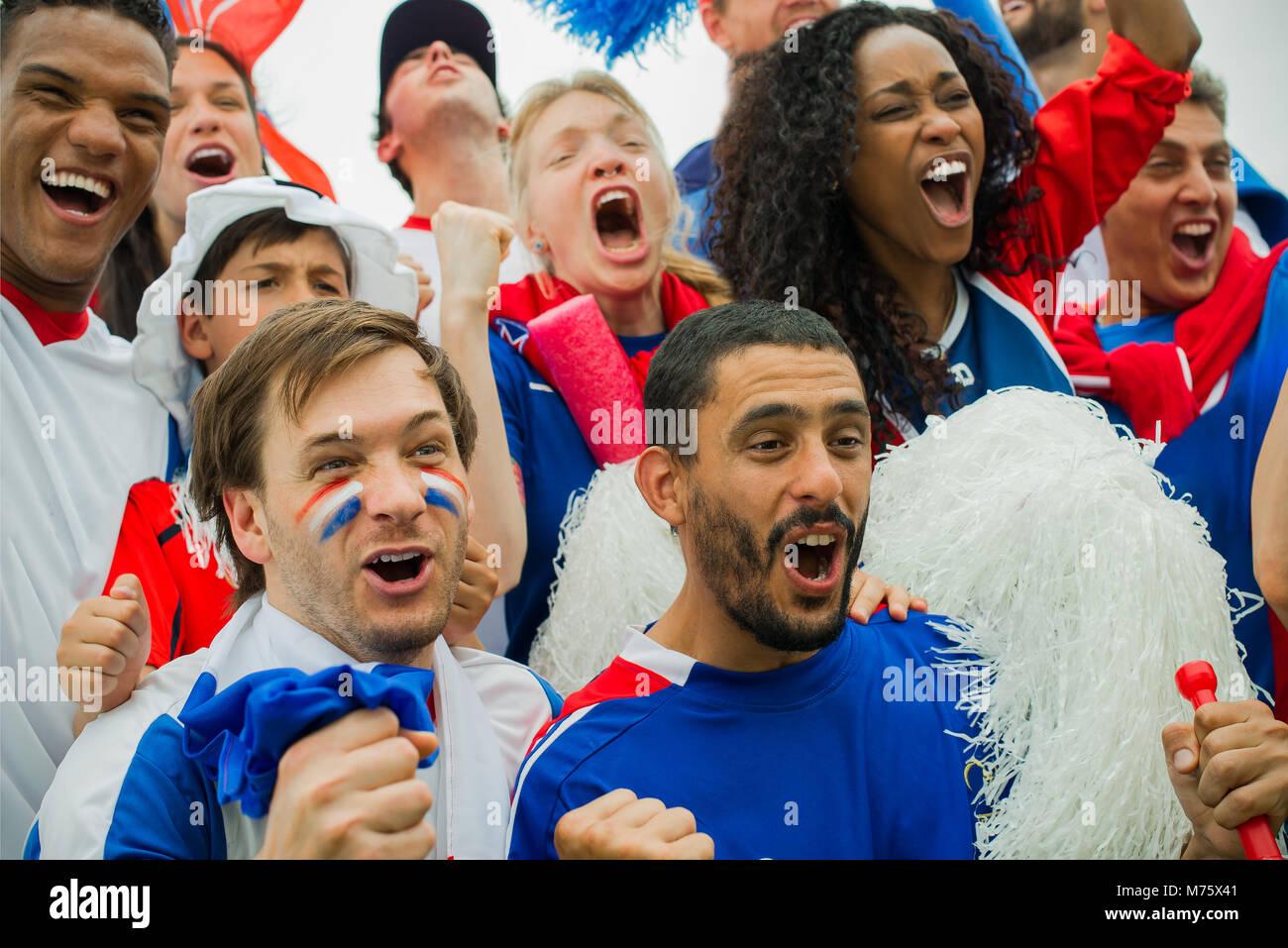 Französische Fußball-Fans im Match Stockbild