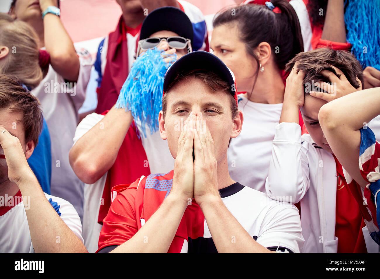 Fußball-Fans, die Enttäuschung bei Fußballspiel Stockbild