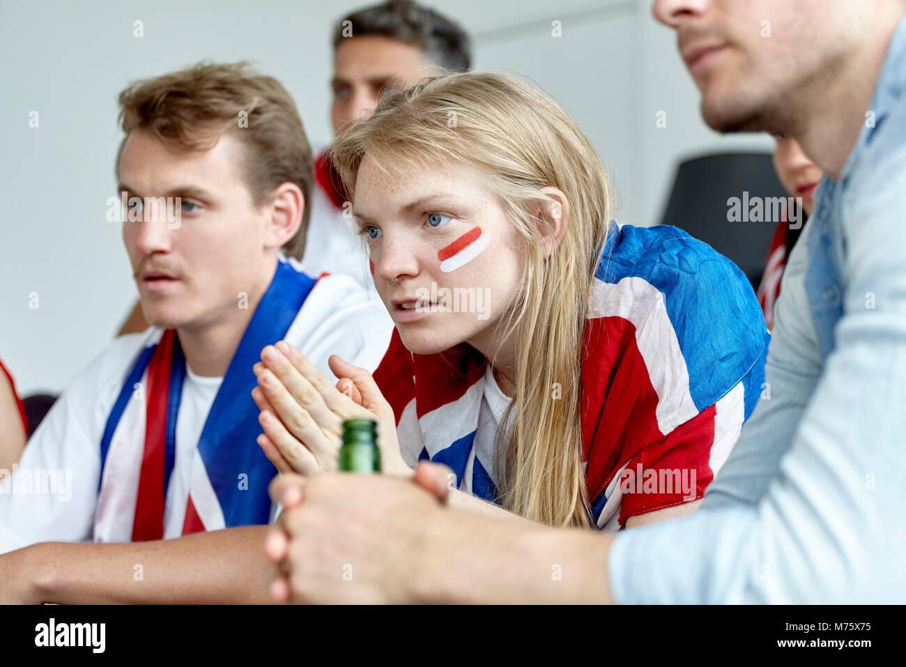 Britische Fußball-Fans gemeinsam Gleiches zu Hause Stockbild