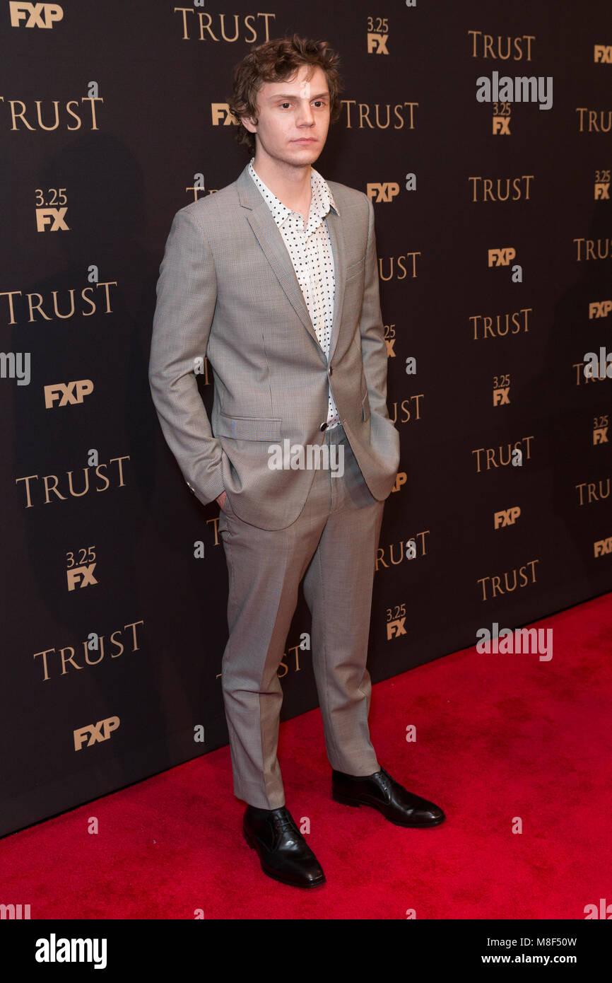 New York, NY - 15. März 2018: Evan Peters besucht FX jährliche All-Star-Party an der SVA Theater Stockbild