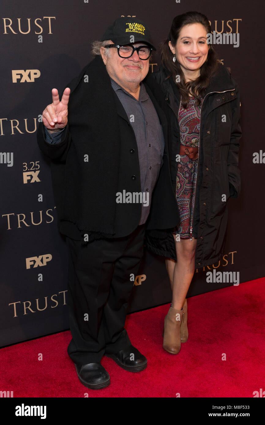 New York, NY - 15. März 2018: Danny DeVito und Lucy DeVito besuchen FX jährliche All-Star-Party an der Stockbild