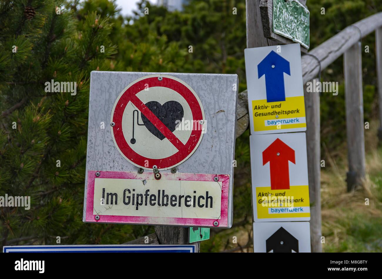 Signage auf der Rundwanderweg am Großen Arber (Großer Arber), Bayerischer Wald, Bayern, Deutschland. Stockbild
