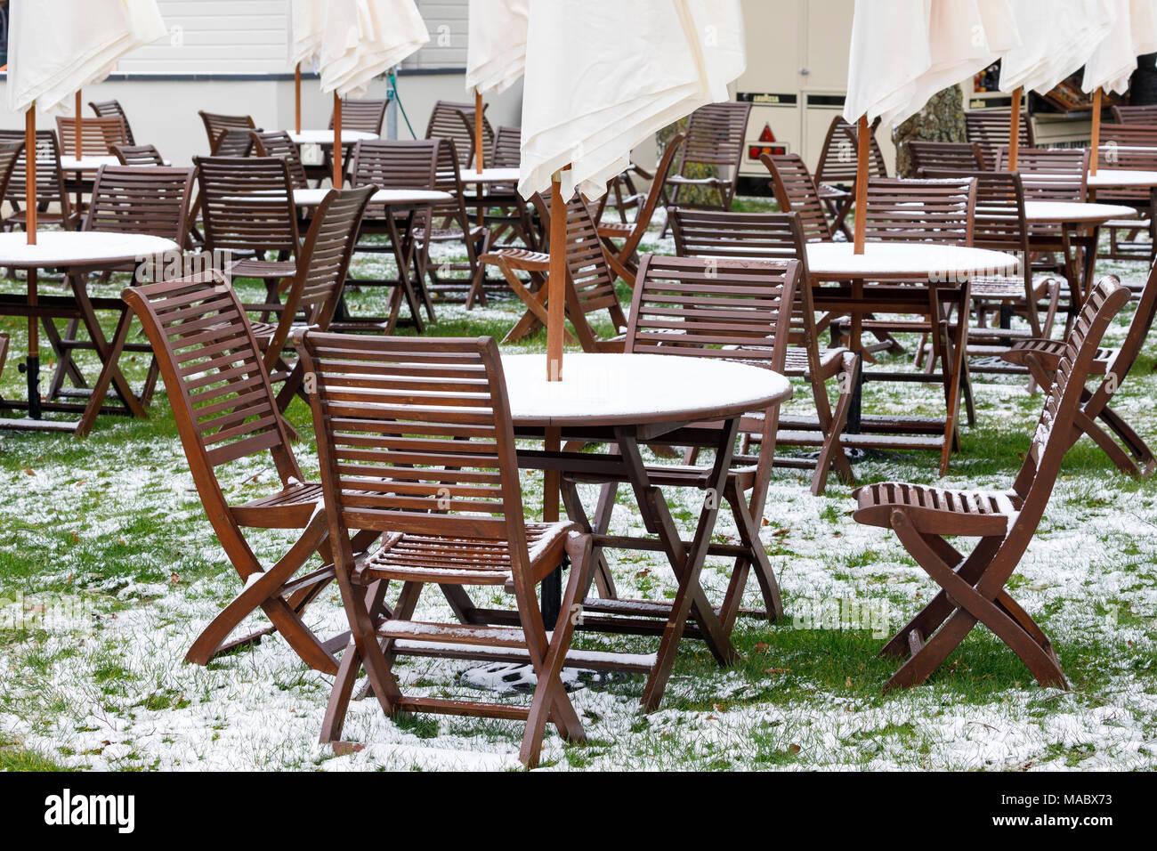 Eine verschneite Essen und Rastplatz am Goodwood 76th Mitgliederversammlung, Sussex, UK. Stockbild