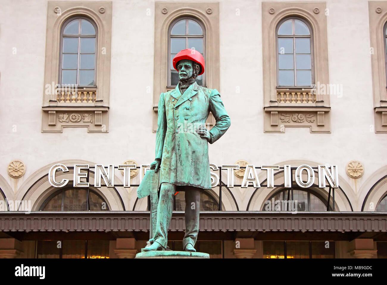 STOCKHOLM, Schweden - 17. OKTOBER 2013: Satue von Nils Ericson vor dem Bahnhof in Stockholm. Stockbild