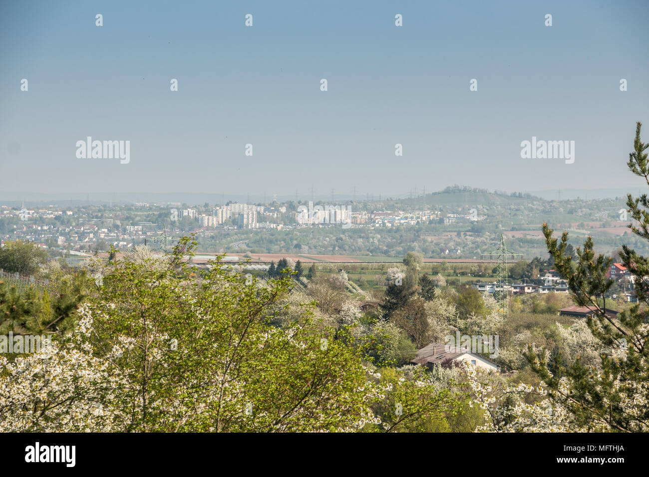 Urbane Aussicht hinunter ins Tal Stockbild