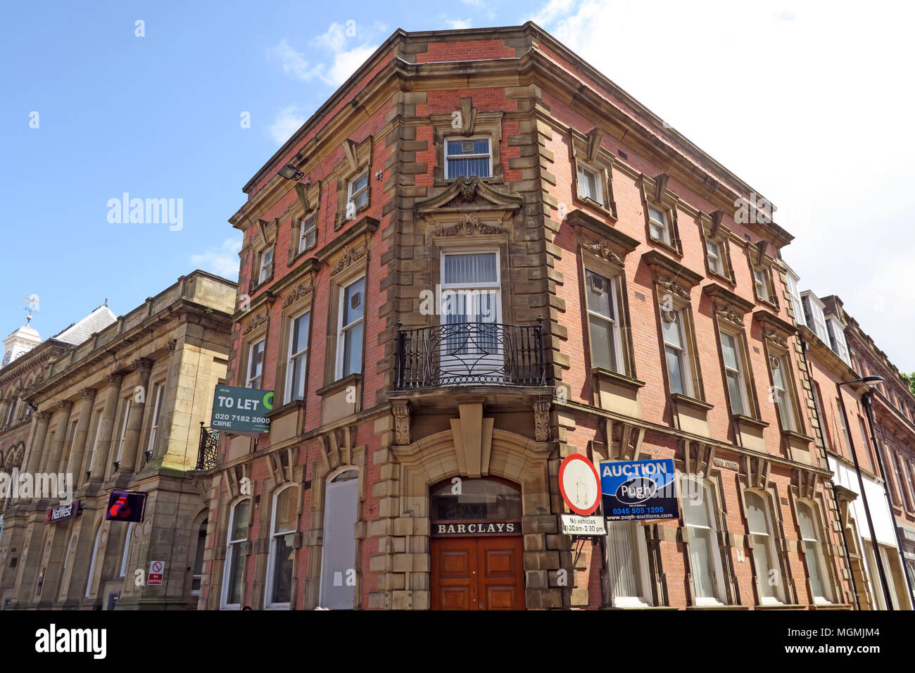 Laden Sie dieses Alamy Stockfoto Bank Verschlüsse Barclays Sankey St Warrington, Cheshire - MGMJM4
