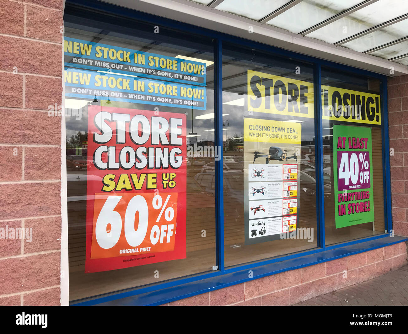 GoTonySmith,Maplin,electronics,maplins,store,shop,closing,Cheshire,UK,receiver,winding