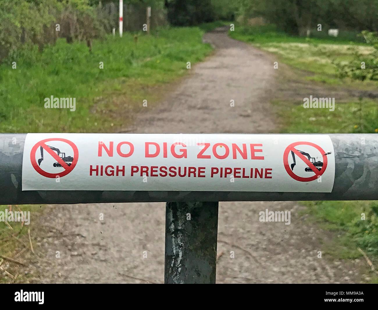 Laden Sie dieses Alamy Stockfoto No Dig Zone, Hochdruck, Pipeline, Walton, Warrington, Cheshire, WA 1, England - MM9A3A