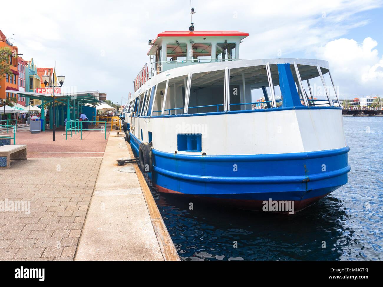 Willemstad, Curacao, 26. Dez 2016 - Fähre in Willemstad Stockbild