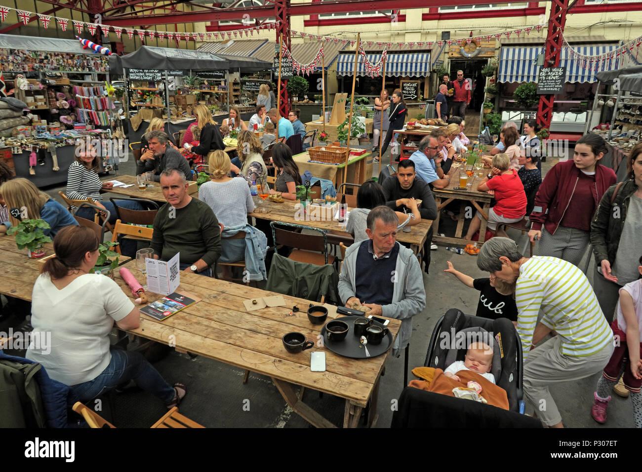 Laden Sie dieses Alamy Stockfoto Altrincham erfolgreichen Retail Town Market (ähnlich Borough Market), Trafford Rat, Greater Manchester, North West England, Großbritannien - P307ET