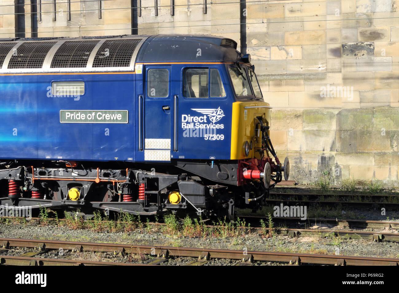Laden Sie dieses Alamy Stockfoto Direct Rail Services Dieselmotor 57309Stolz von Crewe, in Carlisle Station, Court Square, Cumbria, Carlisle, North West England, UK, CA1 1QZ - P69RG2