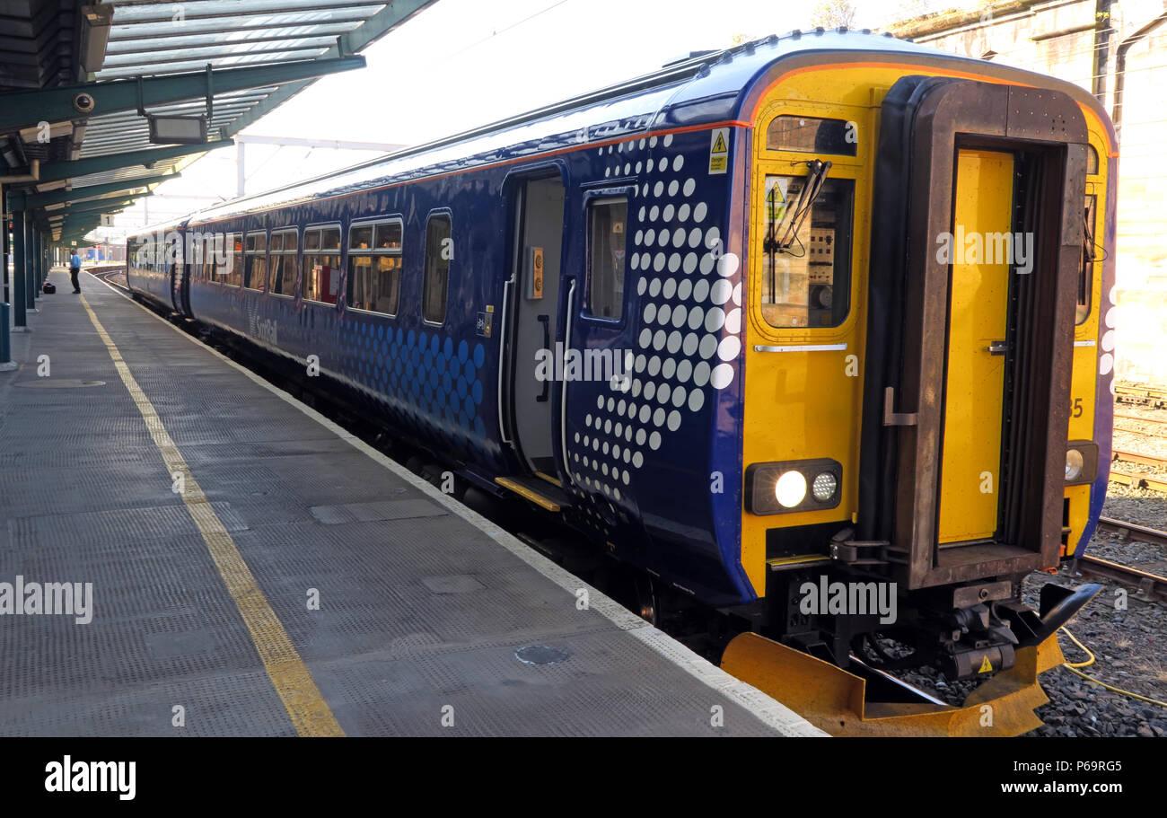 Laden Sie dieses Alamy Stockfoto Scot Rail Zug, Carlisle nach Glasgow über Dumfries, Plattform, North West England, VEREINIGTES KÖNIGREICH, - P69RG5