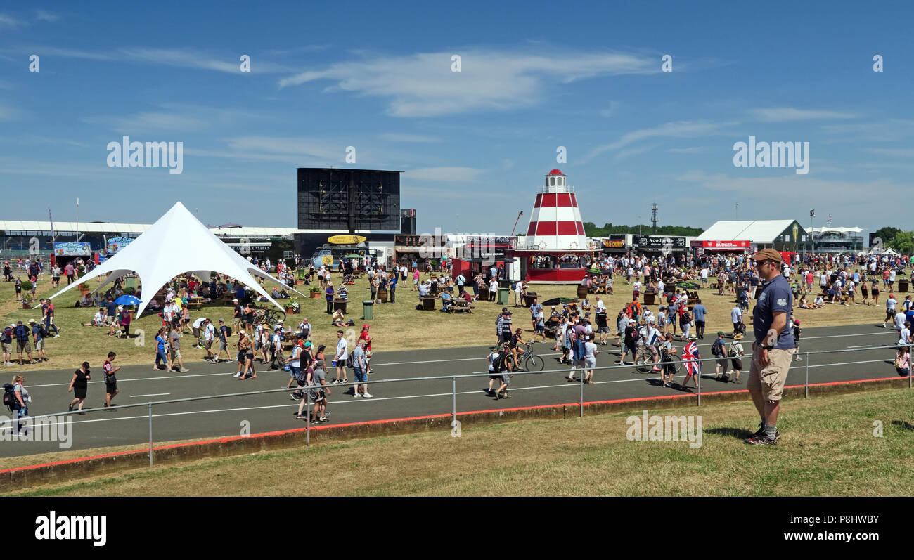 Dieses Stockfoto: Silverstone GP Formel 1, Fanzone, Silverstone, Towcester, Northampton, England, UK, NN12 8TL - P8HWBY