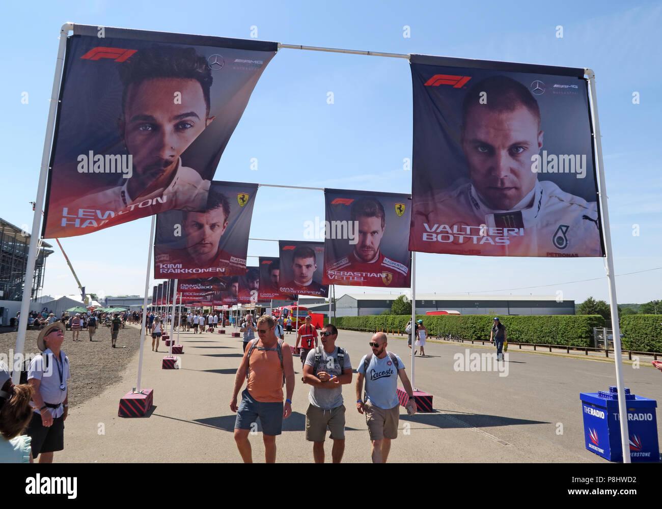 Dieses Stockfoto: F1 Fahrer Bilder auf Fahnen, Silverstone, Northampton, Britischen Grand Prix 2018, England, Großbritannien - P8HWD2
