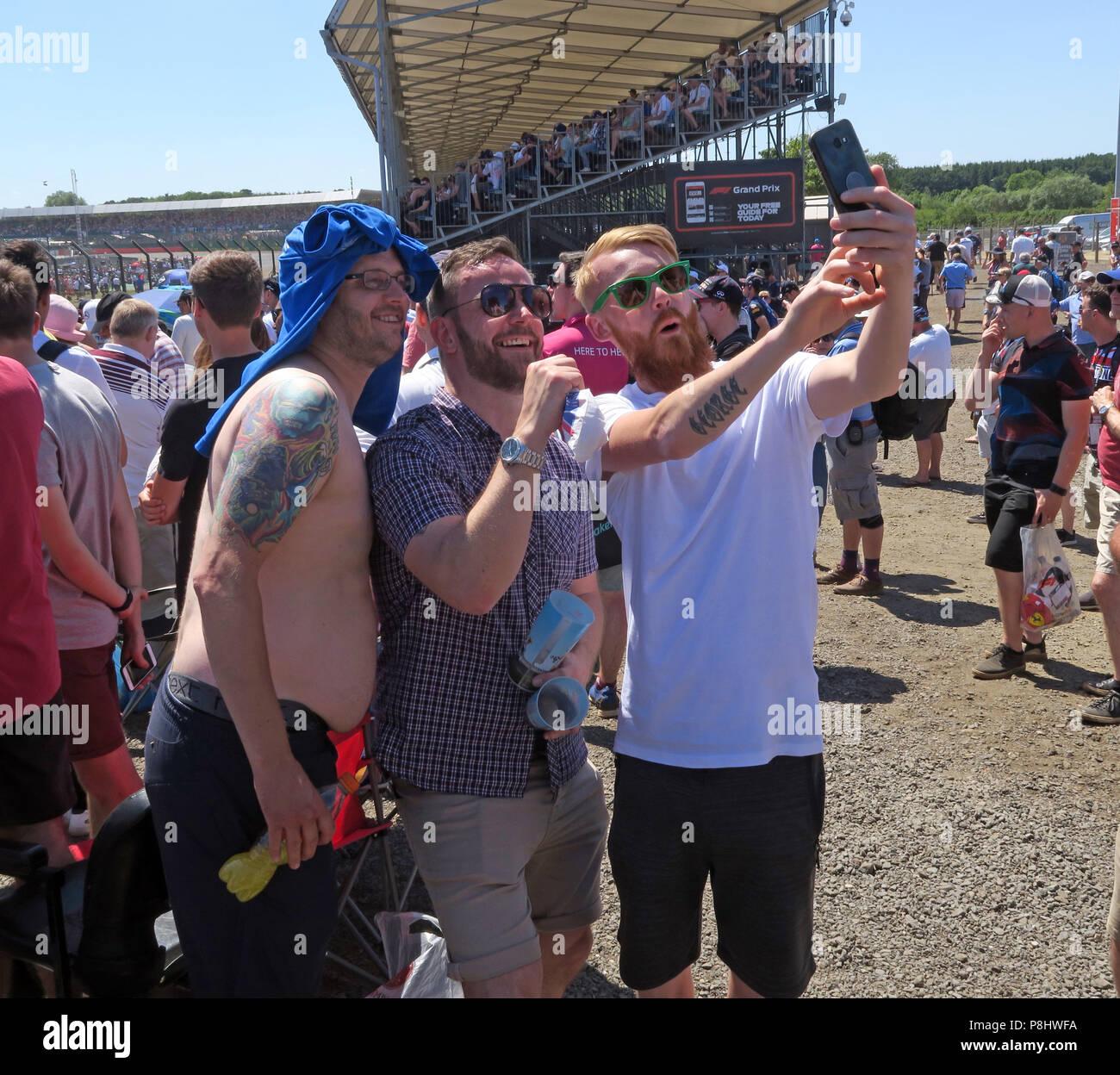 Dieses Stockfoto: Allgemeine Aufnahme Zuschauer, beim britischen Grand Prix, Silverstone, Towcester, Northamptonshire, England, Großbritannien - P8HWFA