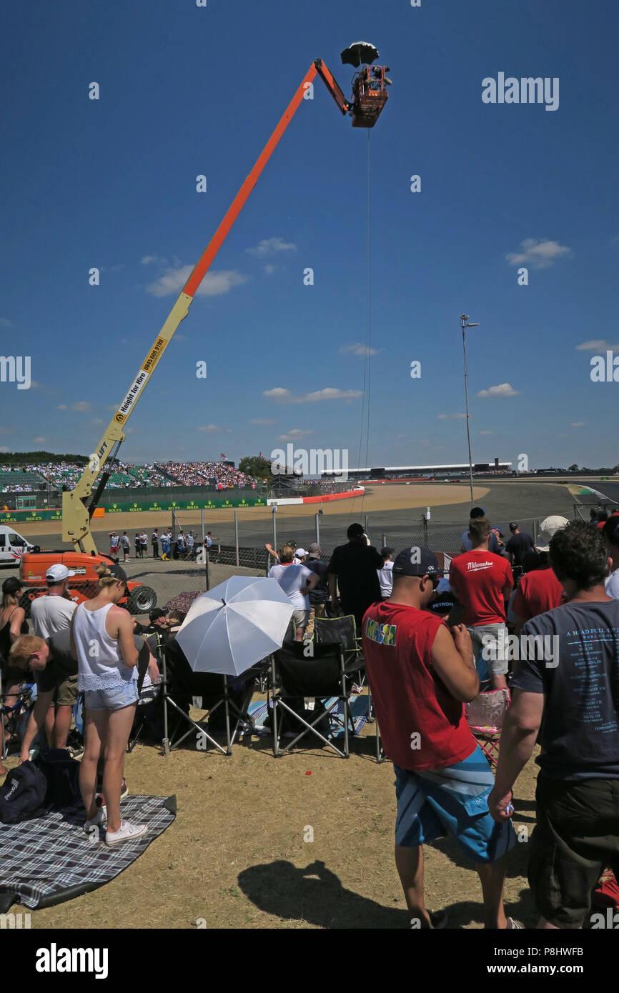 Dieses Stockfoto: Allgemeine Aufnahme Zuschauer, beim britischen Grand Prix, Silverstone, Towcester, Northamptonshire, England, Großbritannien - P8HWFB