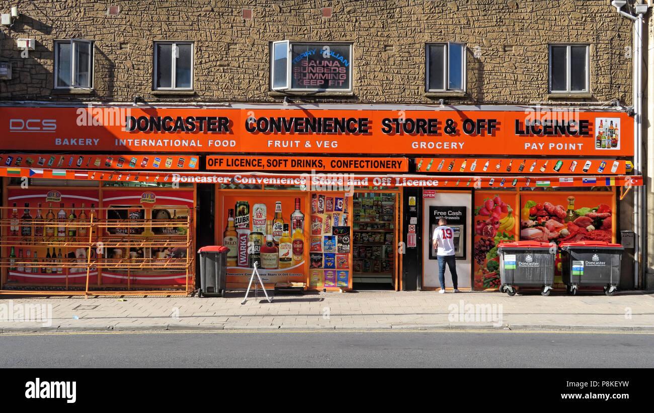 Dieses Stockfoto: Doncaster Convenience Store und Spirituosengeschäft, DCS, Bäckerei, internationale Speisen, Obst, Gemüse, Lebensmittel, Punkt achten, 8 Holz St, Doncaster, Yorkshire, DN1 3LH - P8KEYW