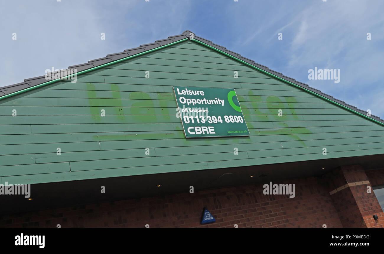 Laden Sie dieses Alamy Stockfoto Geschlossen Harvester Pub Restaurant, Riverside Retail Park, Warrington, Cheshire, North West England, Großbritannien - P9MEDG