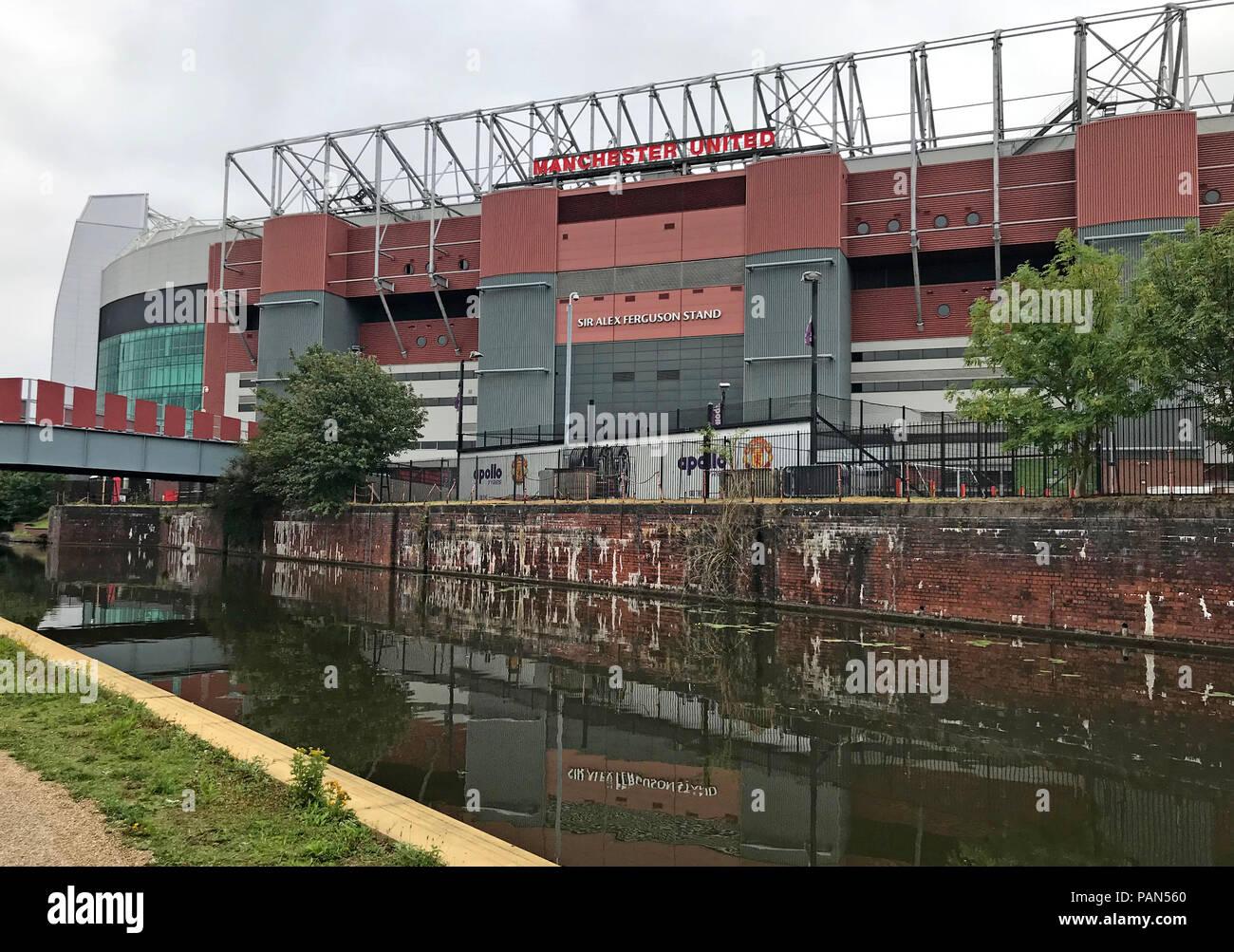 Laden Sie dieses Alamy Stockfoto Manchester United Football Club, MUFC, Alex Ferguson stehen, vom Canal, Stretford, Manchester, North West England, Großbritannien - PAN560