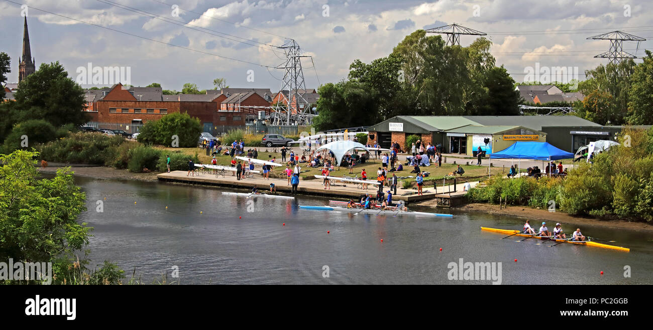 Laden Sie dieses Alamy Stockfoto Blick vom Kingsway Brücke, von Warrington Rudern Club Sommer Regatta 2018, Howley Lane, Mersey River, Cheshire, North West England, Großbritannien - PC2GGB