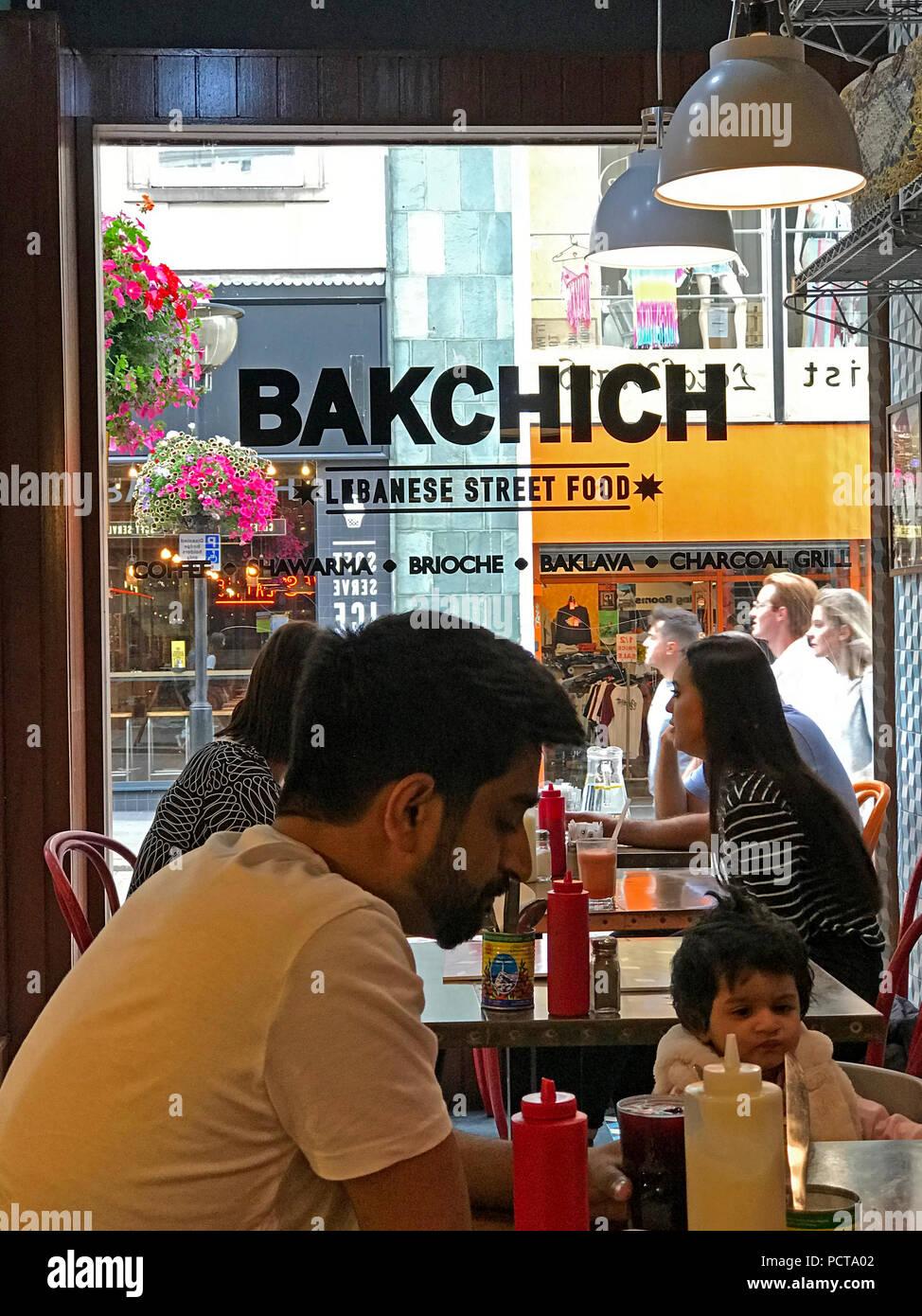 Laden Sie dieses Alamy Stockfoto Bakchich libanesisches Restaurant, 54 Bold St, Liverpool, UK, L1 4ER - PCTA02