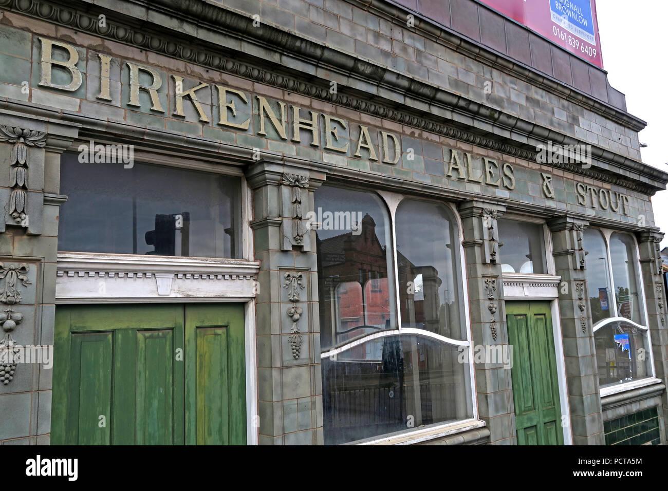 Laden Sie dieses Alamy Stockfoto Fliesen- Pier Hotel von Außen, Birkenhead Ales & Stout, Birkenhead Brauerei, Wirral, Merseyside, North West England, VEREINIGTES KÖNIGREICH, - PCTA5M