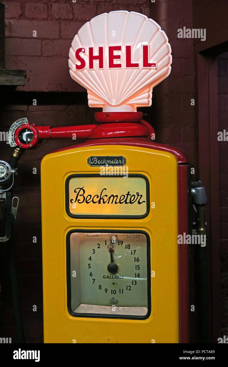 Laden Sie dieses Alamy Stockfoto Historische Beckmeter, Shell Tankstelle in Rot und Gelb, 1950S, 1960s - PCTA89